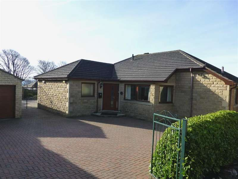 3 Bedrooms Detached Bungalow for sale in Norcross Avenue, Oakes, Huddersfield, HD3