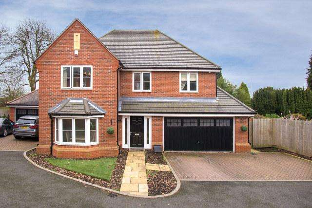 5 Bedrooms Detached House for sale in Hazeltree Drive,Sutton Coldfield,