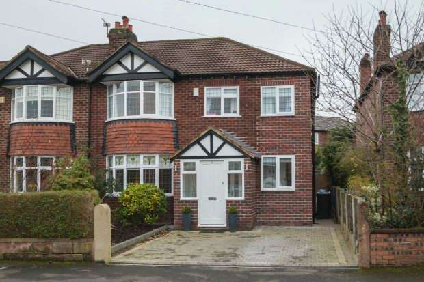 4 Bedrooms Semi Detached House for sale in Egerton Drive, Hale