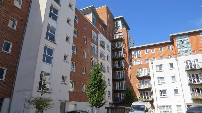 2 Bedrooms Apartment Flat for sale in Avenel Way, Poole Quarter