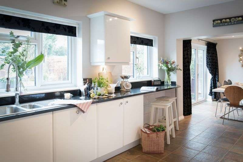 4 Bedrooms Detached House for sale in Birches Lane, Kenilworth