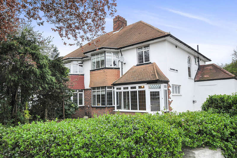 3 Bedrooms Semi Detached House for sale in Westhorne Avenue, London, SE9