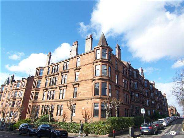 3 Bedrooms Flat for rent in Clarence Drive, Glasgow