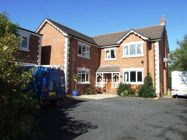 4 Bedrooms Detached House for sale in Bennetts Lane, Blackpool, FY4 5BE