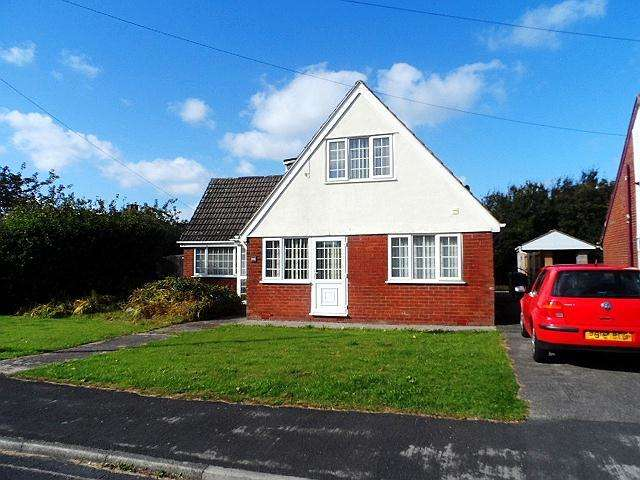 4 Bedrooms Detached House for sale in Meadow Avenue, Preesall, FY6 0HA