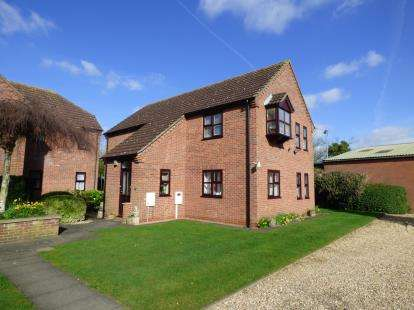 2 Bedrooms Flat for sale in Rollestone Court, Bridge Street, Horncastle, Lincolnshire