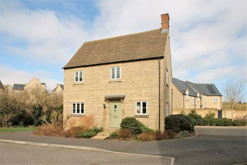 4 Bedrooms Detached House for sale in Parry Close, Cirencester, Gloucestershire.