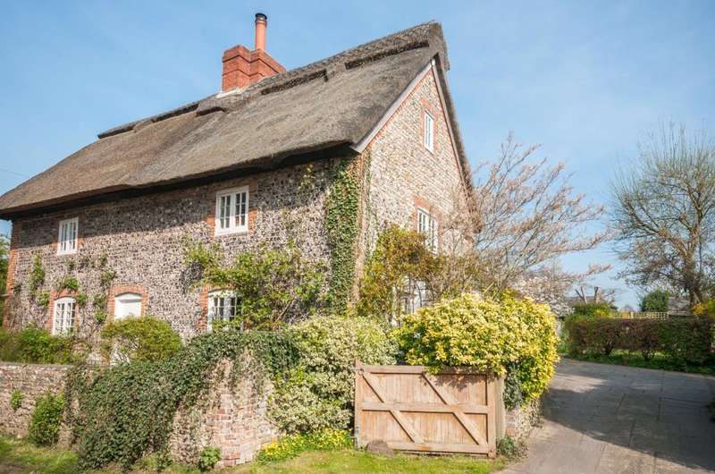 3 Bedrooms Semi Detached House for sale in Church Lane, Eastergate, Chichester, West Sussex, PO20