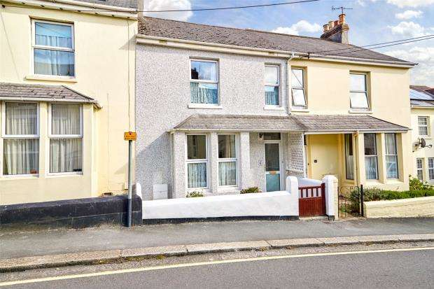 3 Bedrooms Terraced House for sale in Victoria Road, Saltash, Cornwall