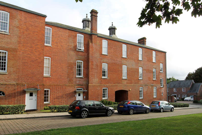 2 Bedrooms Flat for sale in Consort Mews, Knowle
