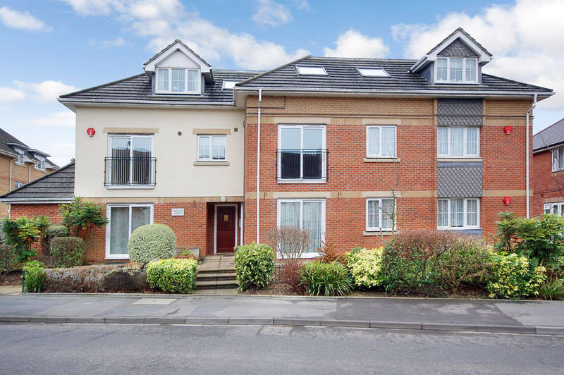 2 Bedrooms Apartment Flat for sale in Fernhill Lane, New Milton