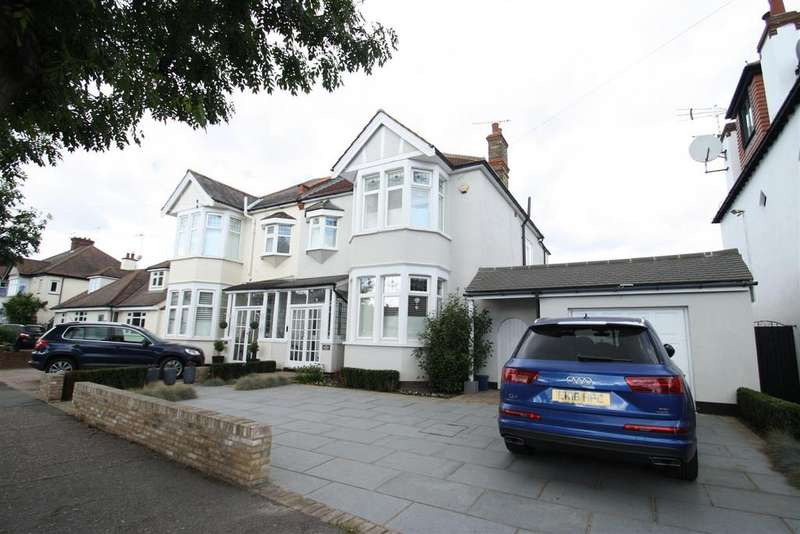 4 Bedrooms Semi Detached House for sale in Western Road, Leigh-On-Sea