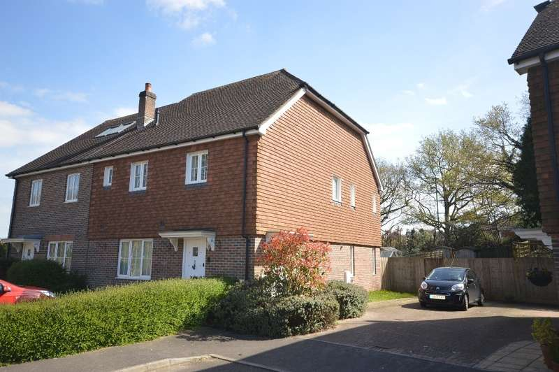 2 Bedrooms Flat for sale in Holm Oak, Storrington, RH20