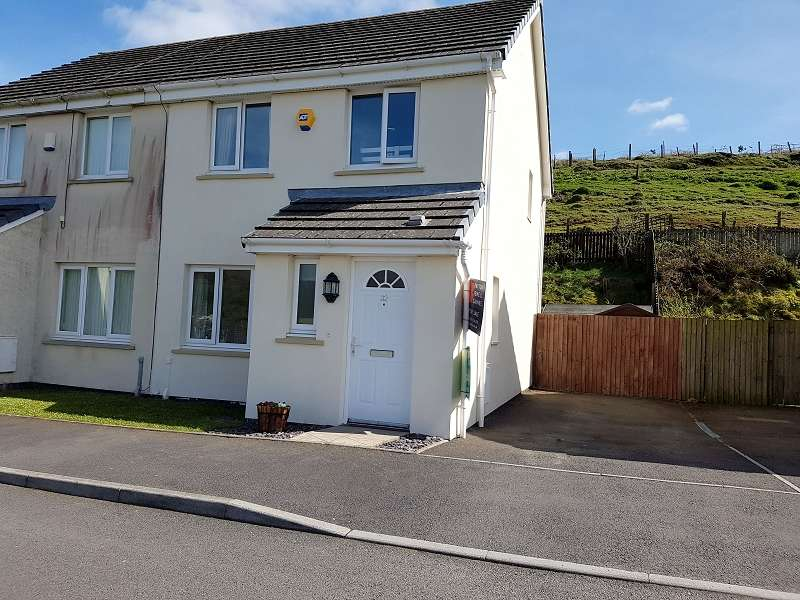 3 Bedrooms Semi Detached House for sale in Heol Llwyn Ffynon , Llangeinor, Bridgend. CF32 8PR