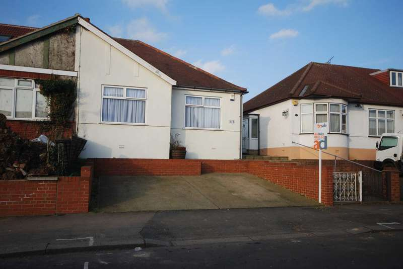 3 Bedrooms Bungalow for sale in Chingford Avenue, Chingford