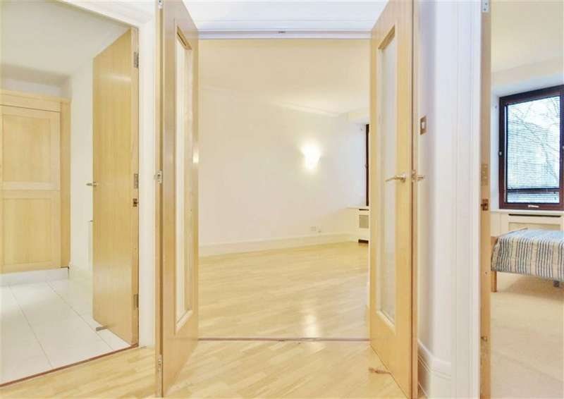 1 Bedroom Property for sale in The Whitehouse Apartments, South Bank, London
