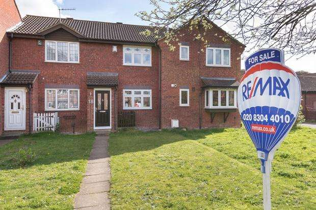 2 Bedrooms Terraced House for sale in Tunstock Way, Belvedere, DA17