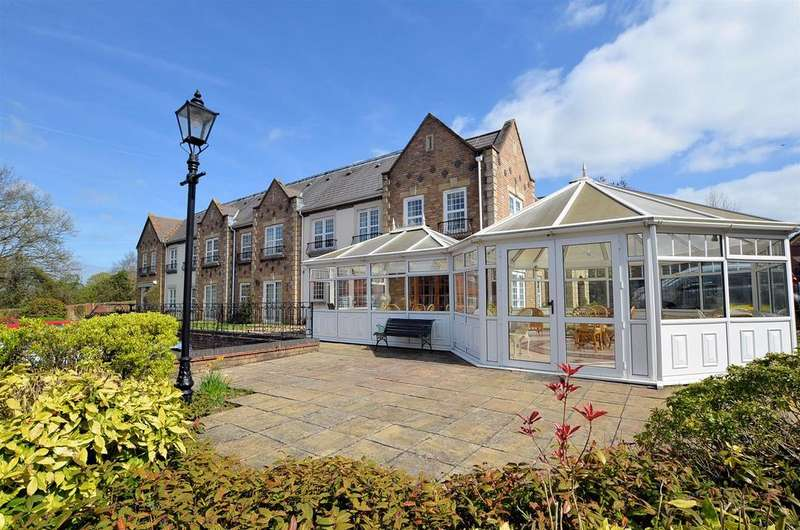 2 Bedrooms Retirement Property for sale in Arundel Lodge, Tilehurst, Reading