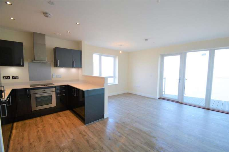 2 Bedrooms Apartment Flat for sale in West Tower, Victory Pier, Gillingham