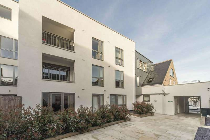 2 Bedrooms Apartment Flat for sale in Leswin Road,N16