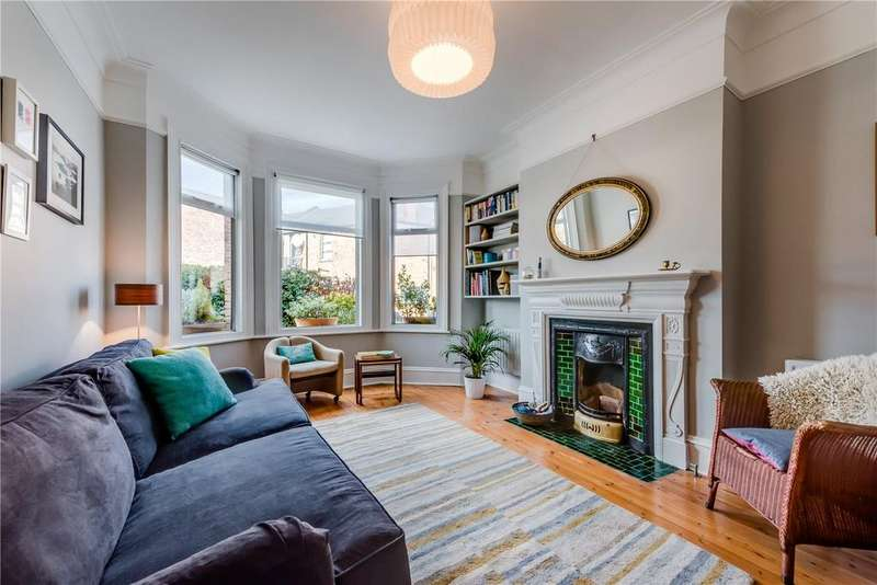 2 Bedrooms Maisonette Flat for sale in Temple Road, London, NW2