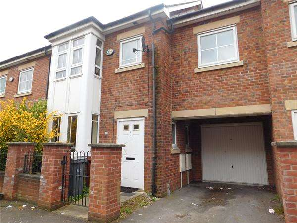 4 Bedrooms Town House for sale in Drayton Street, Hulme, Manchester