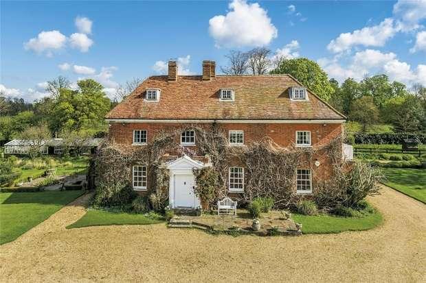 6 Bedrooms Detached House for sale in Park Stile, Love Hill Lane, Nr Iver, Buckinghamshire