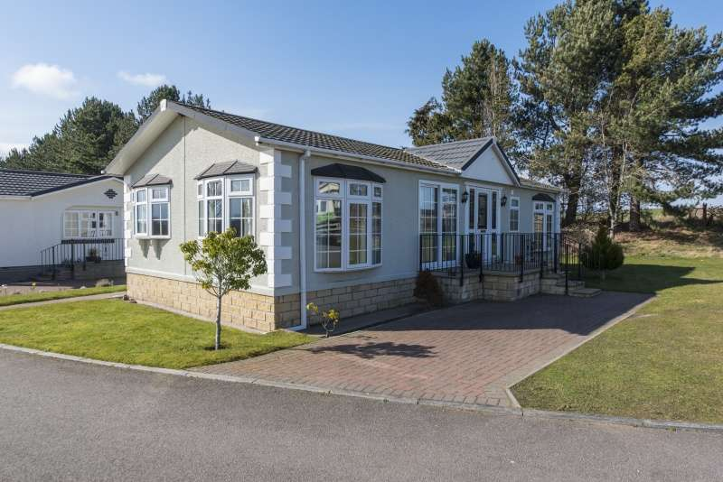 2 Bedrooms Mobile Home for sale in Little Kildrummie, Cawdor Road, Nairn, Highland, IV12 5SH