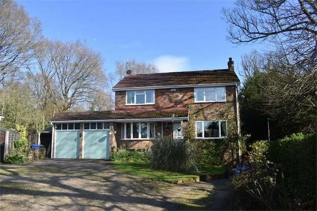 4 Bedrooms Detached House for sale in Perryhill Drive, Little Sandhurst, SANDHURST, Berkshire
