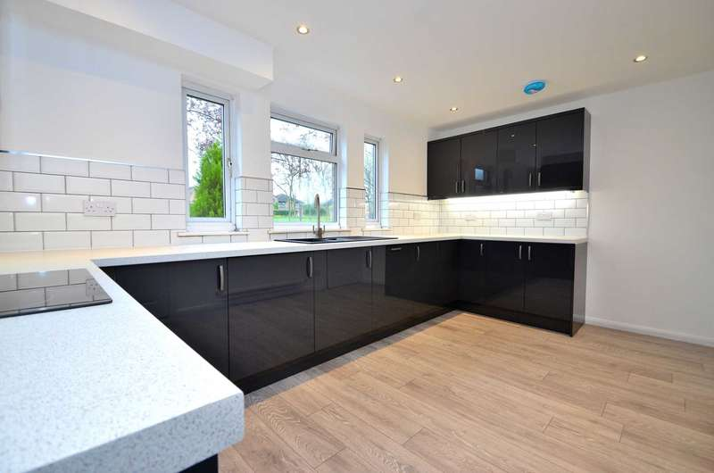 3 Bedrooms Detached House for sale in Tyson Place, Oldbrook