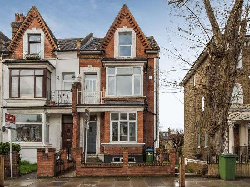 3 Bedrooms Flat for sale in Wellington Gardens, Charlton
