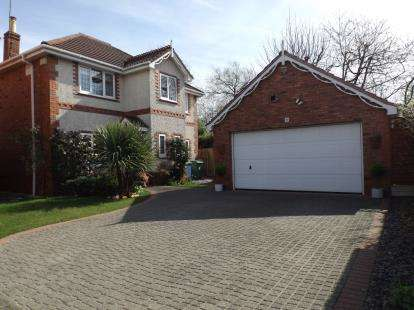 4 Bedrooms Detached House for sale in Byrons Drive, Timperley, Altrincham, Greater Manchester