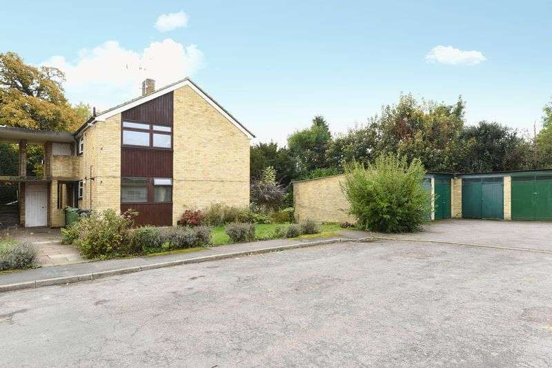 2 Bedrooms Property for sale in Balquhain Close, Ashtead