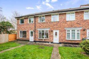 3 Bedrooms Terraced House for sale in Spencer Way, Redhill, Surrey