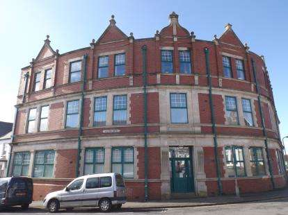 2 Bedrooms Flat for sale in YMCA Lofts, Woodlands Road, Barry, Vale Of Glamorgan