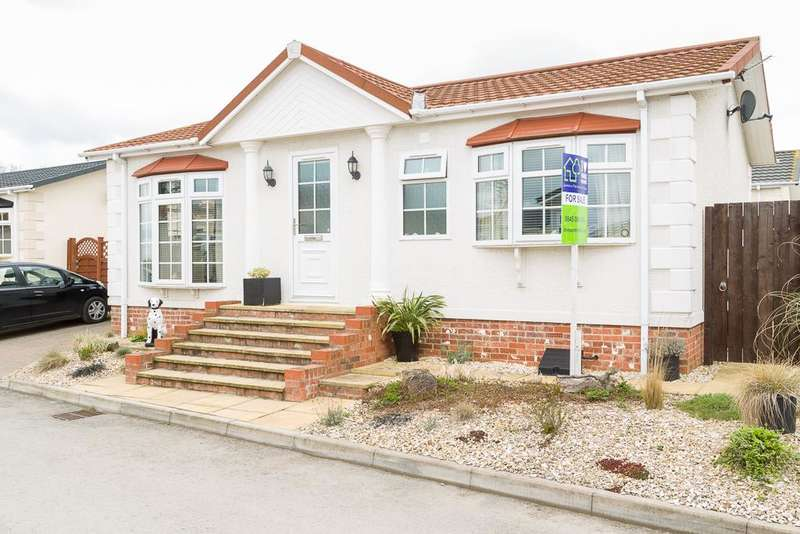 2 Bedrooms Park Home Mobile Home for sale in Pheasant Way, Westfield Park, Acaster Malbis, North Yorkshire, YO23 2AB