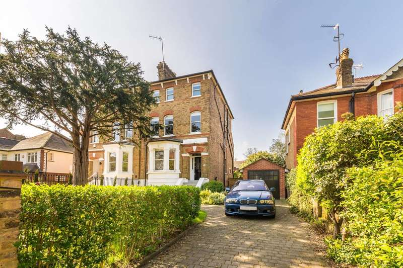 1 Bedroom Flat for sale in St Peters Road, St Margarets, TW1