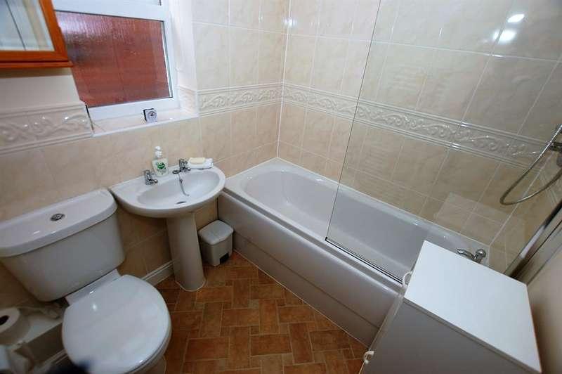 4 Bedrooms Detached House for sale in Fieldfare Road, Stourbridge, DY9 7ES
