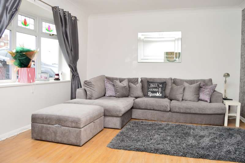 3 Bedrooms End Of Terrace House for sale in Dartfields, Romford