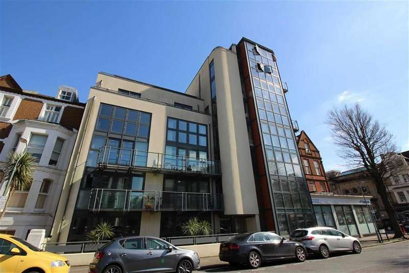 2 Bedrooms Apartment Flat for sale in Connaught Road, Hove, East Sussex