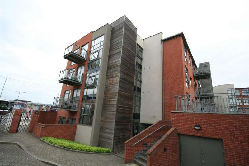 2 Bedrooms Flat Share for rent in Hooton House, Manor Centre Church Street, Beeston, Nottingham, NG9