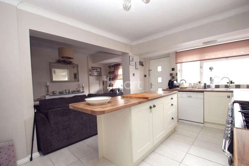 5 Bedrooms End Of Terrace House for sale in St Johns Road, Chadwell St Mary, Grays