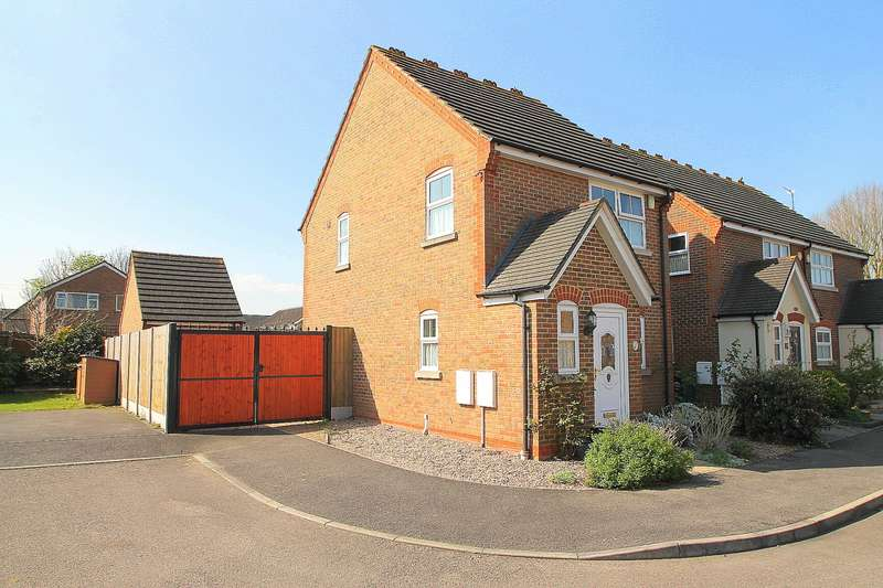 3 Bedrooms Detached House for sale in The Wickets, Ashford, TW15