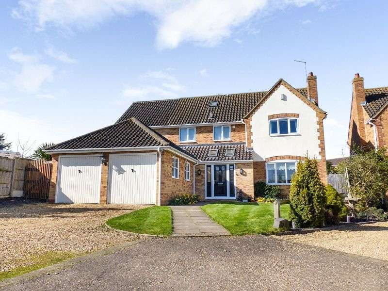 4 Bedrooms Detached House for sale in Lawn Close, Yaxley, Peterborough, PE7 3WT