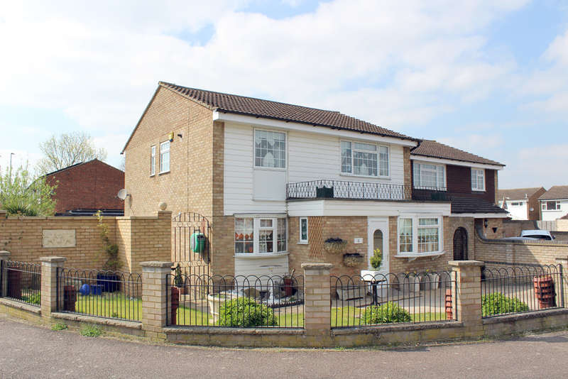 3 Bedrooms Detached House for sale in Chaucer Road, Royston