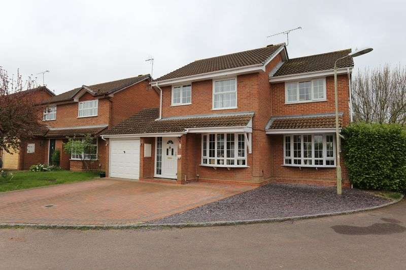4 Bedrooms Detached House for sale in Woodley Airfield