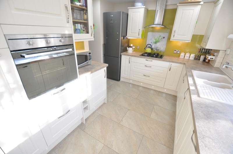 4 Bedrooms Detached House for sale in Greenfield Way, Ingol, Preston, Lancashire, PR2 3GG