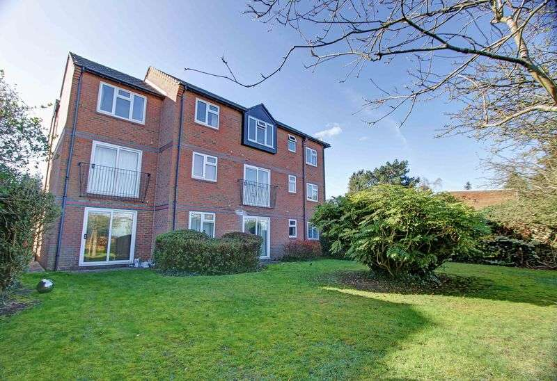 2 Bedrooms Flat for sale in Wethered Road, Marlow, SL7