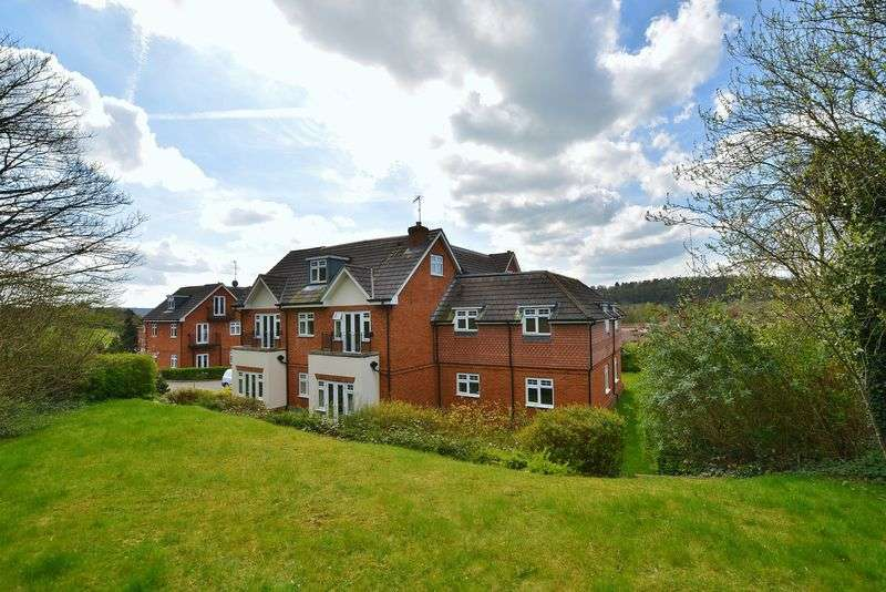 2 Bedrooms Flat for sale in Loudwater