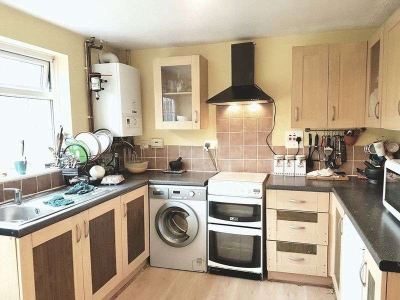 3 Bedrooms Semi Detached House for sale in Edgefield Close, REDHILL, Surrey